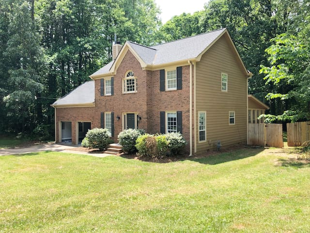 Valley Drive ** Great Getaway   ** Fully Renovated