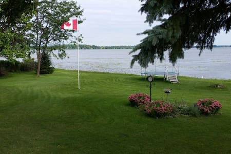 Lakefront Executive 3 bedroom House - Little Britain - House