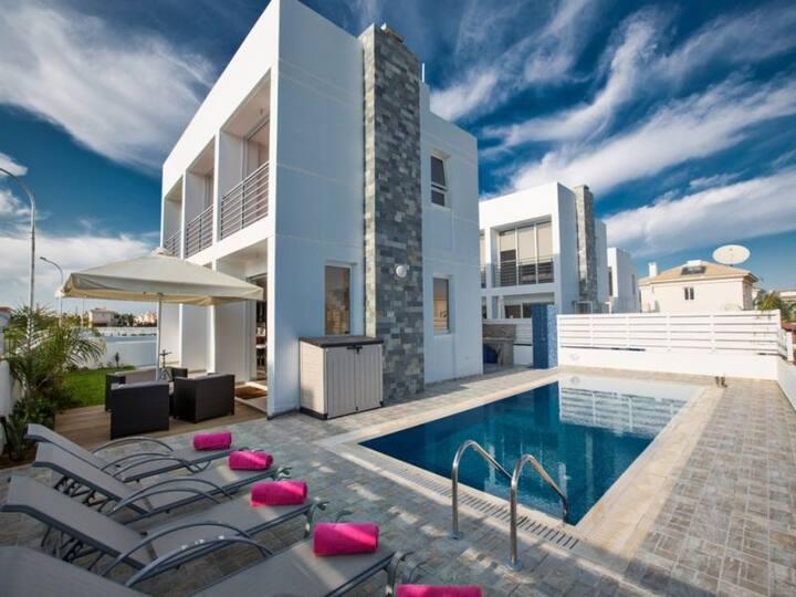Villa Dana, Luxury 3 BDR villa