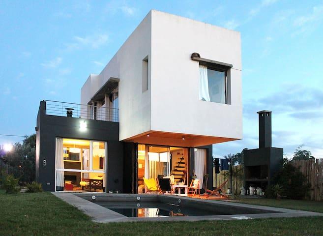 Hermosa Casa Quinta, en City Bell.- - City Bell - House