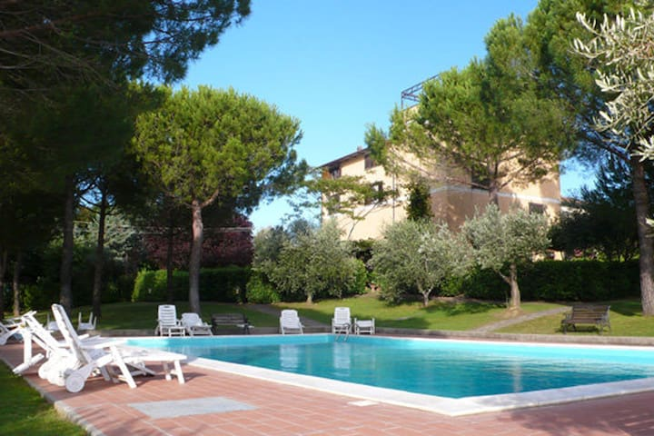 Residence La Villa  Apartment with pool - Montescudaio - Apartment