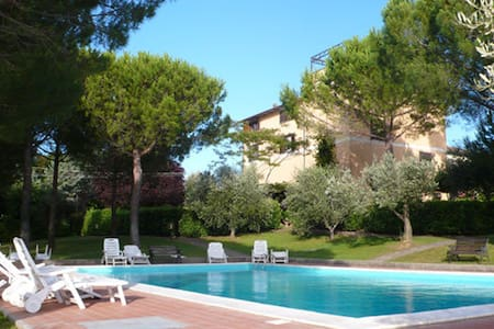 Residence La Villa  Apartment with pool - Montescudaio