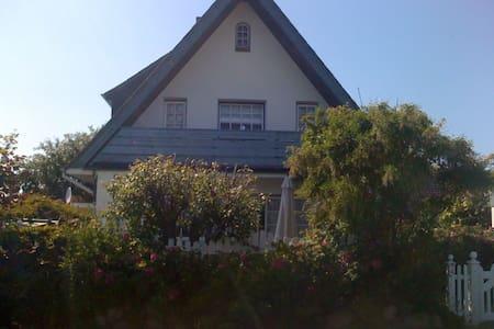 Schönes Ferienhaus mit Terrasse  - Wenningstedt-Braderup - Maison