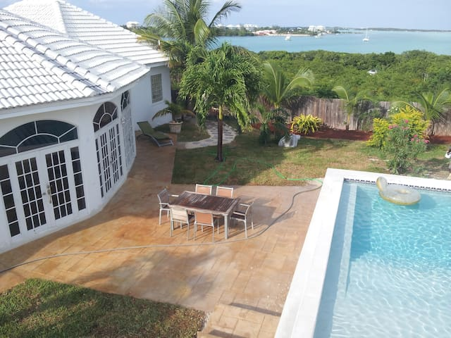 "The ""White House"", Luxury in The Bahamas - Exuma - George Town - Casa de camp"