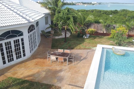 "The ""White House"", Luxury in The Bahamas - Exuma - George Town"