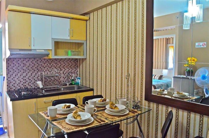 Cozy 2 BR Apt in Cibubur Village - Depok - Apartmen