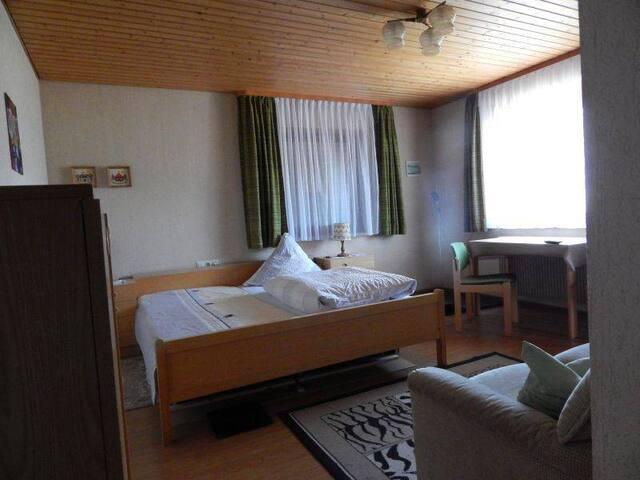 Gästehaus Haag, (Bad Urach), Doppelzimmer Nr. 1 mit WC und Dusche
