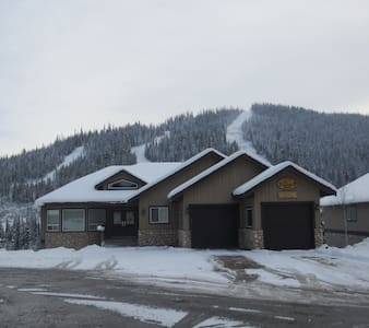 Ski-in, Ski-out vacation chalet - Sun Peaks