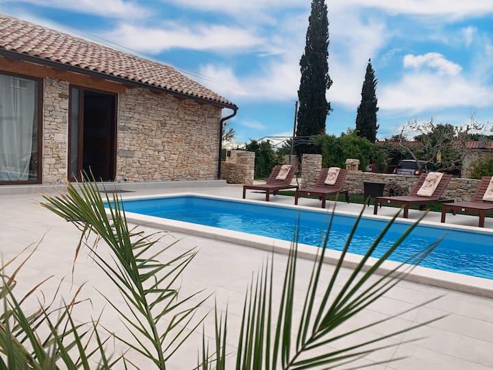 NEW !!!  Small luxury Villa di Pietra