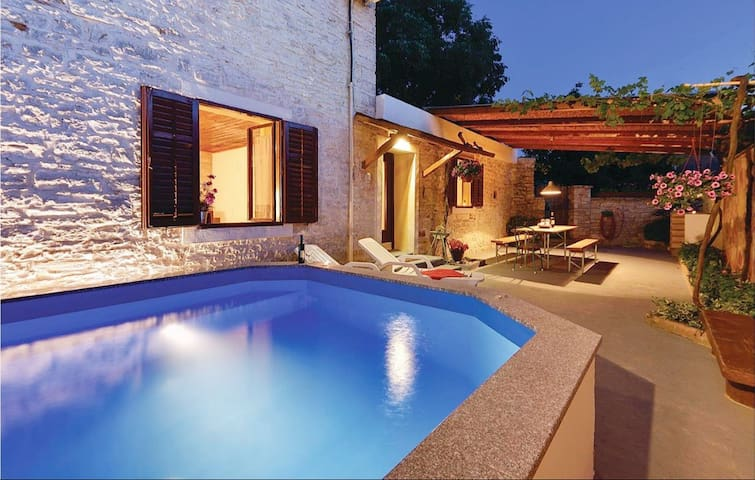 Istrian House Peroj (800m from the sea)
