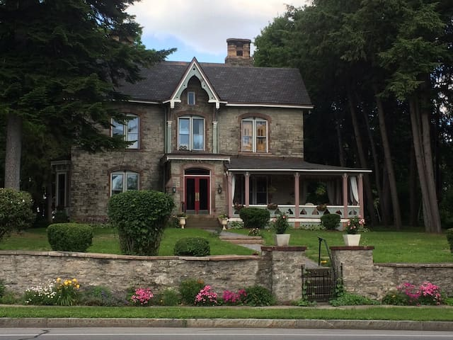 Historic Home by UofR,Apt 1 is Charming & Private