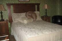 Chambre un lit double avec salle de bain privé
