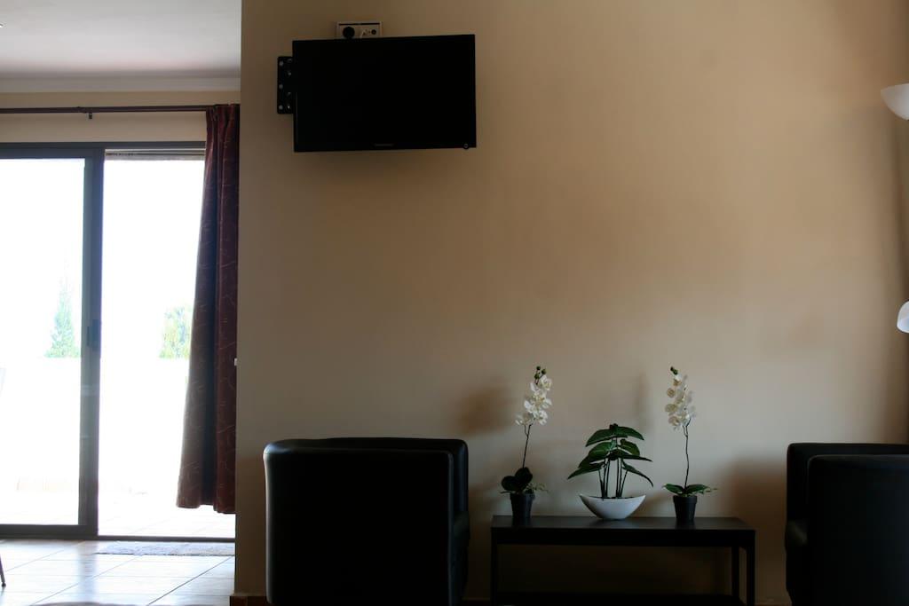 Zona de relax, tv, wifi o rincón de lectura.
