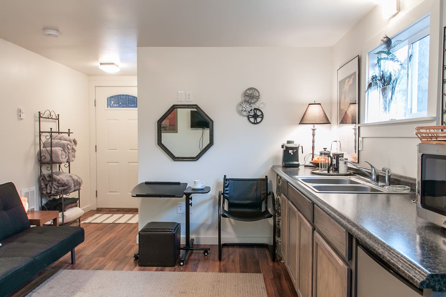 The Parkside Studio provides everything you need for your Central Oregon stay.  Just bring your toothbrush and enjoy.