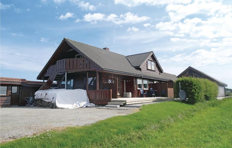 Holiday apartment with 4 bedrooms on 75m² in Kleppe