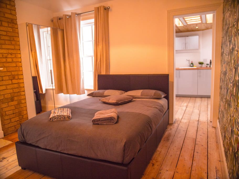Luxury studio with roof top city centre apartments for Best private dining rooms dublin
