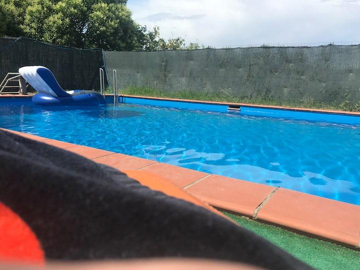 Stanza con bagno privato in villa con piscina
