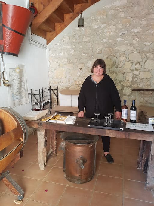 Possibilité de visiter le domaine ainsi que de déguster le vin réalisé par les propriétaires