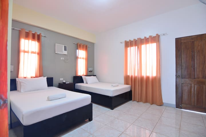 Fresh & Clean with Verandah Overlooking Coron Bay - Coron - Bed & Breakfast