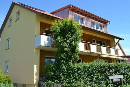High-quality, sun-flooded apartment on the top floor in Eriskirch with balcony and free Wifi; parking spaces are available directly at the house
