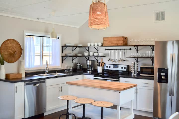 Sycamore Cottage - 2BR/1.5BA - Steps to Downtown