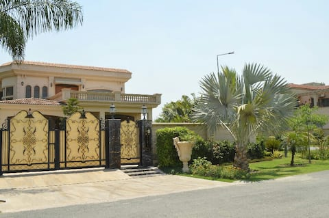 Luxurious spacious Rooms,Dha Ph5 only Families Pls