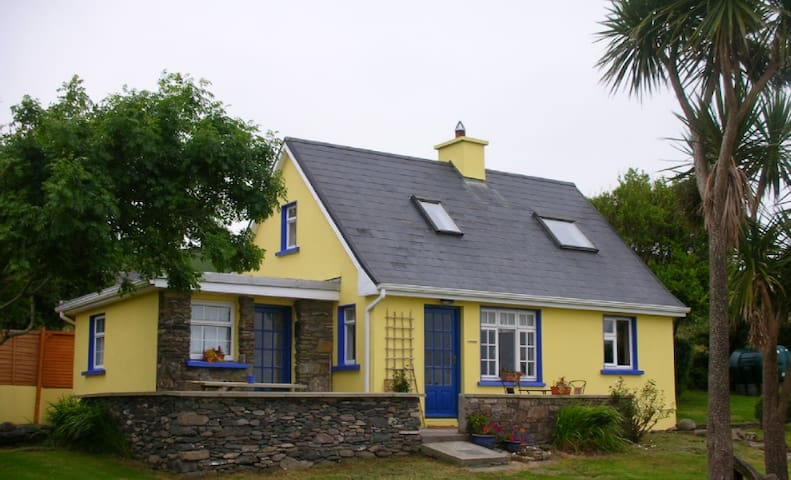 Cozy Ventry Cottage - Dingle - Hus