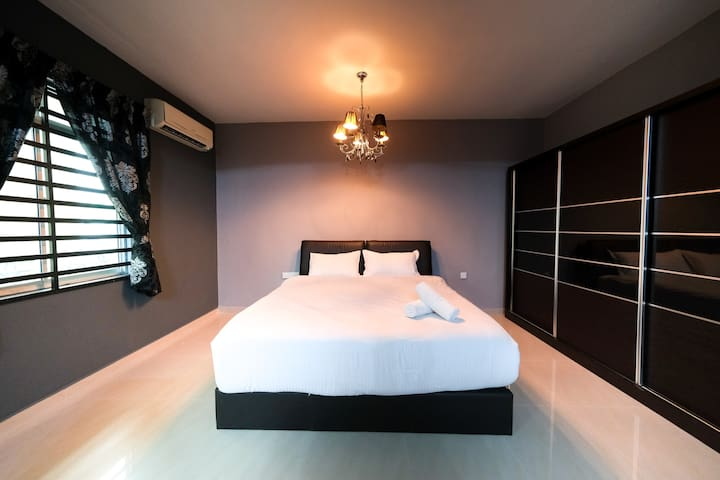 Exquisite 12-14 Pax Townhouse @ Bukit Dumbar Villa