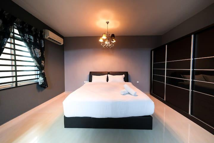 Exquisite 12-14 Pax Townhouse @ Bukit Dumbar Villa