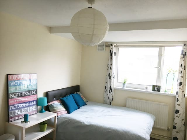 Lovely double room in Mile End - London - Hus