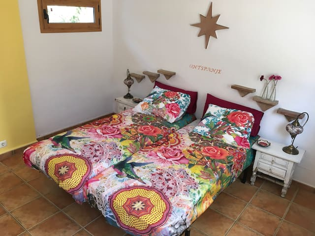 B&B with large swimmingpool and big garden - Cómpeta - Bed & Breakfast