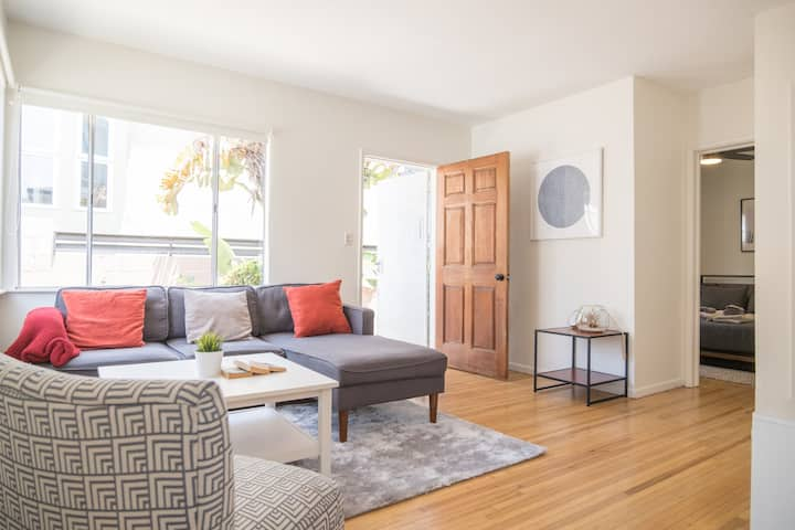 Charming 2 Bedroom with Patio in the ❤️of Venice!