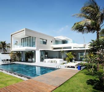 Villa No.5 Beachfront 1000m2 Sanctuary Ho Tram