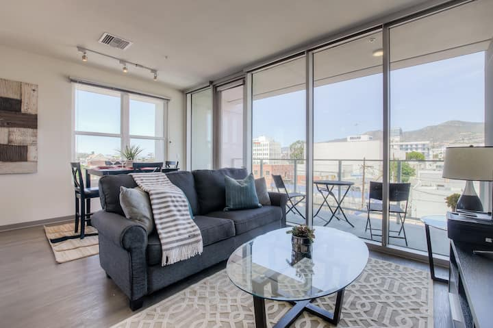 Modern 2 Bedroom by the Americana Glendale