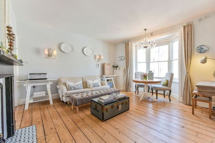 Opulent Flat with Turret - Jane Austen town <2 bed