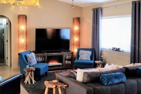 Fox's Lake Havasu Vacation Home Rental - Sleeps 10