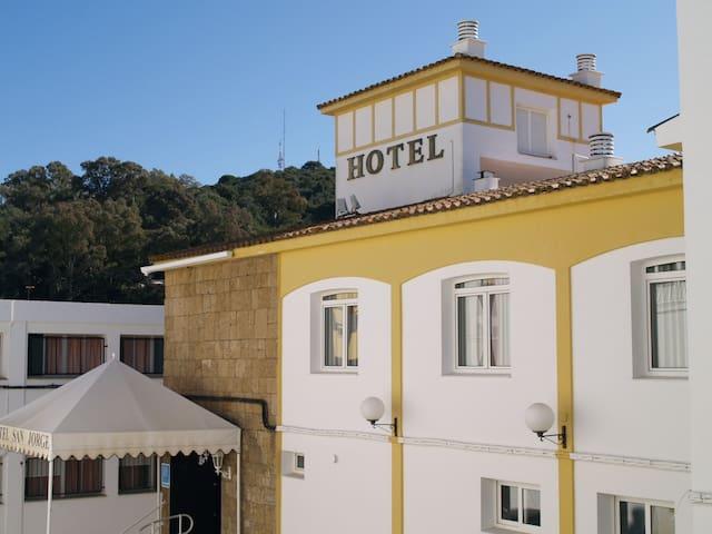 HABITACIONES EN HOTEL RURAL