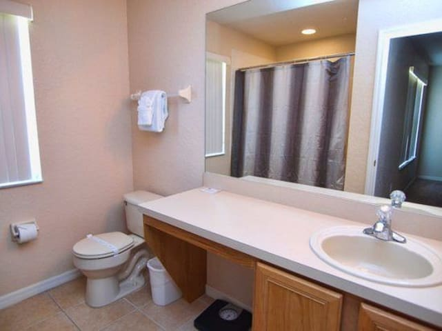 Bathroom master suite on the 2nd floor