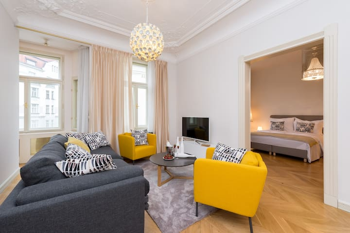 EMPIRENT-3 Bedroom Apartment #905-Old Town