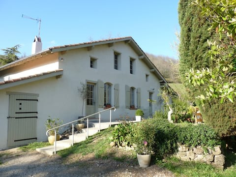Cascaille beautiful  farmhouse. Superb location