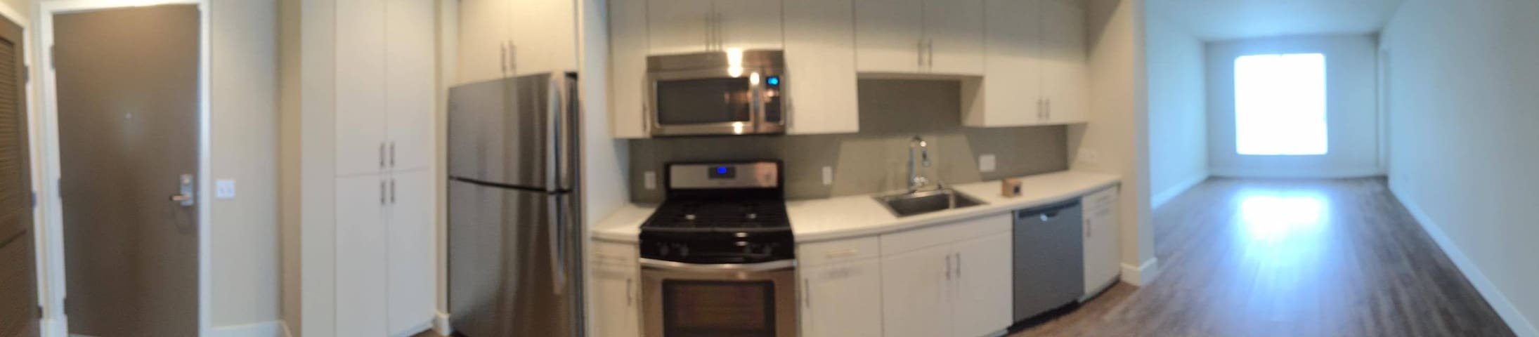 Modern, New and Comfortable Living Space! - Fullerton - Byt