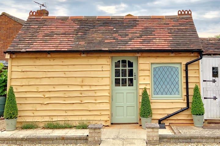 Lavender Cabin - Former Victorian Wash House