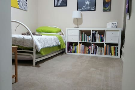 "Modern Spacious Adelaide ""Ali Room"" (SINGLE bed/s) - Brompton - 独立屋"