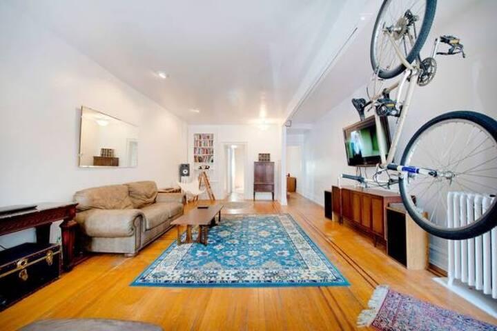 Sunny Historic Allentown Home Suite
