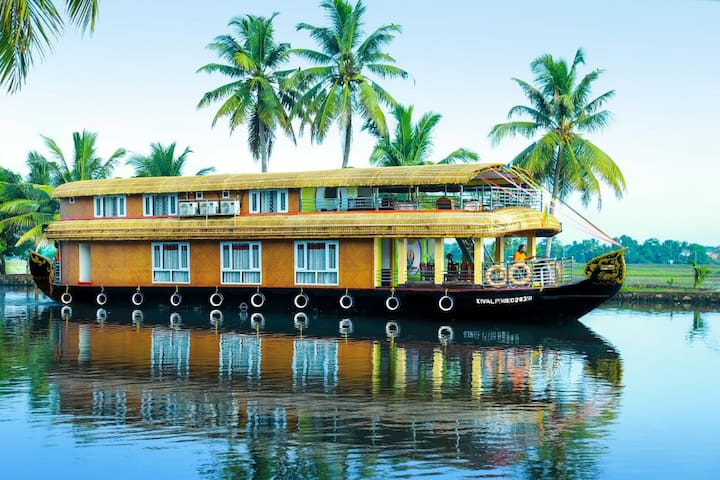 Alleppey - Room in Deluxe Houseboat for couple