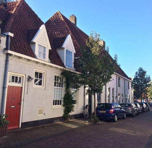 Cozy house in the old city center of Harderwijk - Harderwijk - House