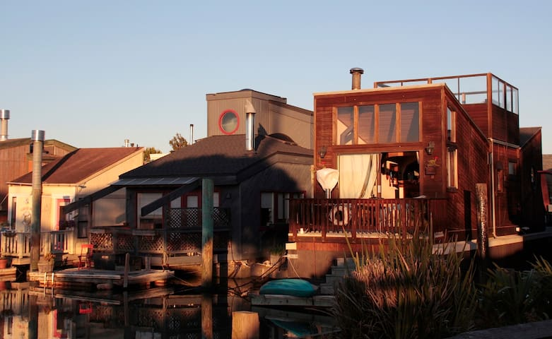 Charming Mini Resort on the Water - Sausalito - Outro