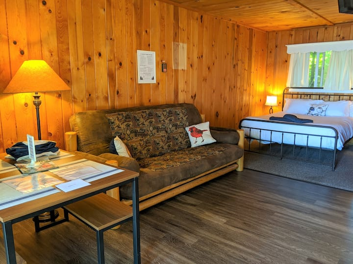 POV Resort Cabins - Rabbit's Burrow - Unit 10