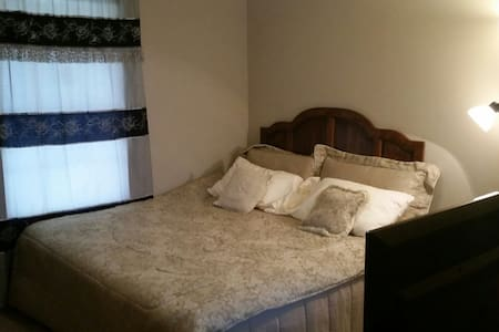 Private Bedroom/Bath near Alanta Airport. - Riverdale - Casa
