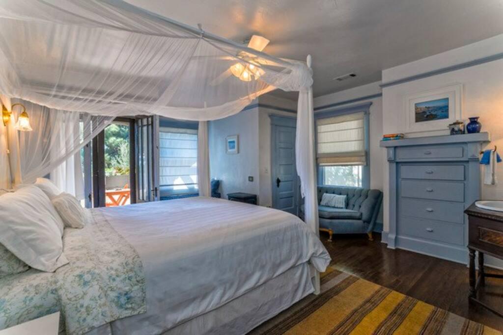Romantic Portofino Room With Balcony By Beach Boutique